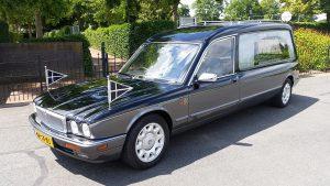 Daimler Hearse x300 rouwauto